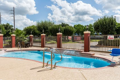 Outdoor pool | Comfort Suites Westchase
