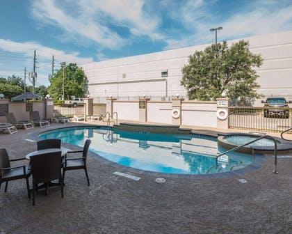 Pool with sitting area   Comfort Suites Houston West at Clay Road