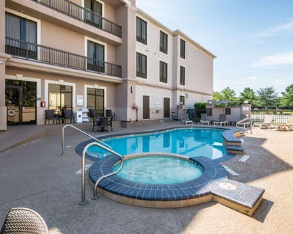 Outdoor pool with hot tub   Comfort Suites Houston West at Clay Road