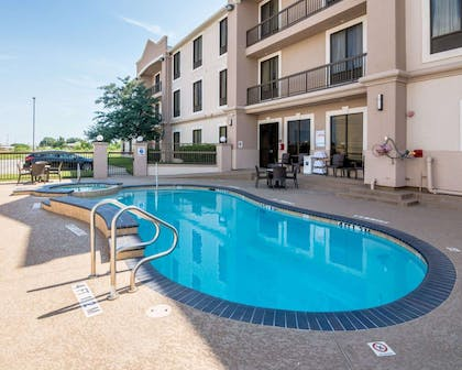 Outdoor pool with sundeck   Comfort Suites Houston West at Clay Road