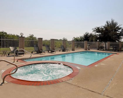Outdoor pool with hot tub | Comfort Suites Roanoke - Fort Worth North