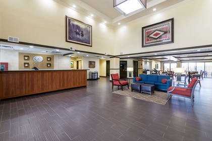 Lobby with sitting area | Comfort Suites Austin Airport