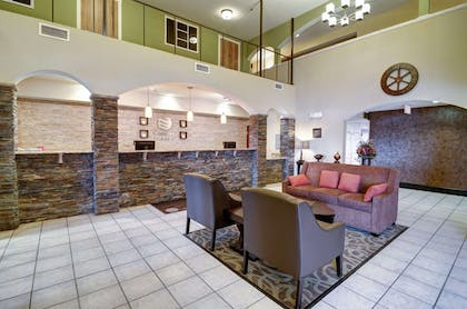 Lobby with sitting area | Comfort Inn And Suites Amarillo