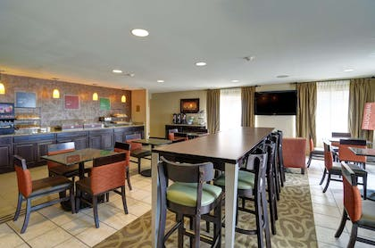Enjoy breakfast in this seating area | Comfort Inn And Suites Amarillo