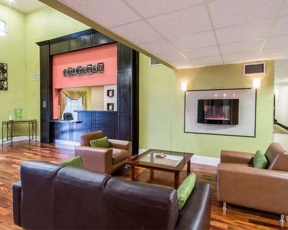Spacious lobby with sitting area   Comfort Inn Mansfield