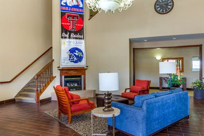 Lobby with sitting area | Comfort Suites Plainview