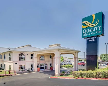 Quality Inn and Suites in Kerrville, TX   Quality Inn & Suites