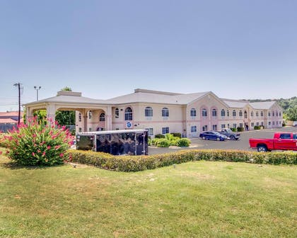 Hotel near popular attractions   Quality Inn & Suites