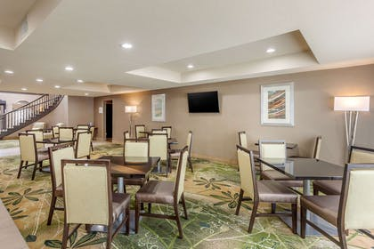 Breakfast area | Quality Suites Sherman
