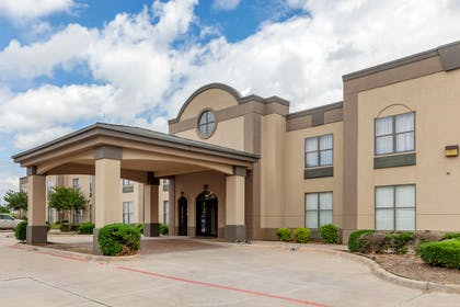 Hotel exterior | Quality Suites Sherman