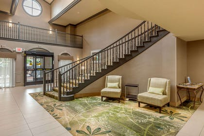 Hotel lobby   Quality Suites Sherman