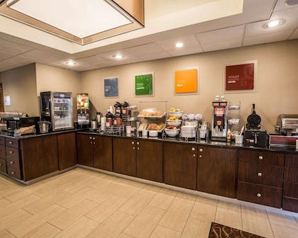 Breakfast counter | Comfort Suites Stafford Near Sugarland