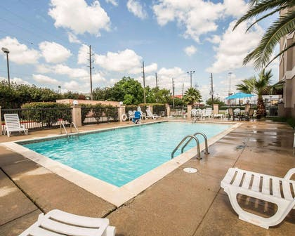 Outdoor pool with sundeck | Comfort Suites Stafford Near Sugarland