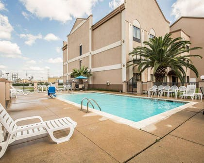 Outdoor pool | Comfort Suites Stafford Near Sugarland