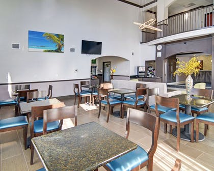 Enjoy breakfast in this seating area | Comfort Inn & Suites Beachfront