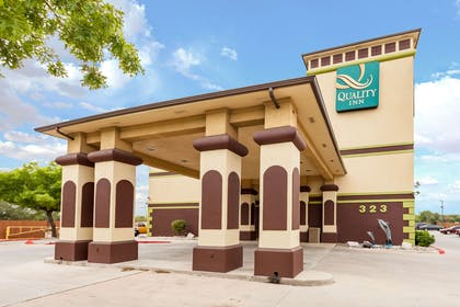 Hotel Entrance | Quality Inn near SeaWorld - Lackland