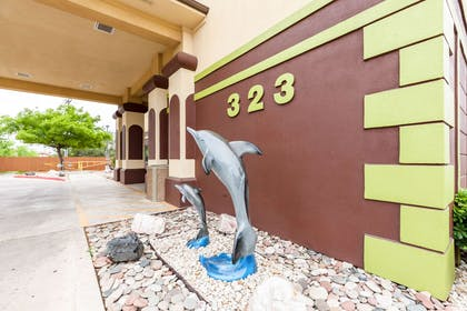 Hotel near popular attractions | Quality Inn near SeaWorld - Lackland