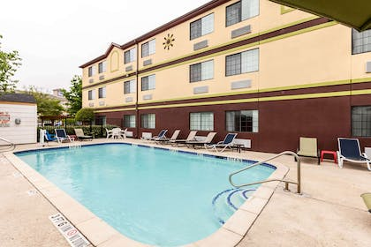 Outdoor pool | Quality Inn near SeaWorld - Lackland