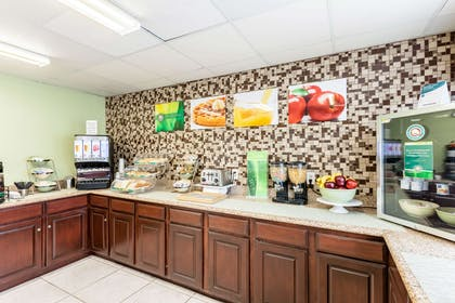 Free hot breakfast | Quality Inn near SeaWorld - Lackland