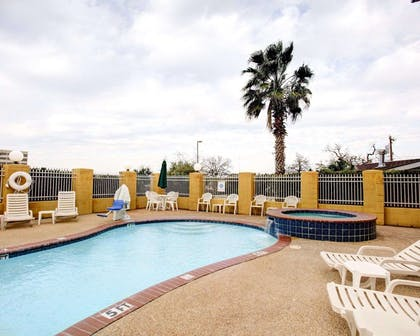 Outdoor pool with hot tub | Comfort Suites University Drive