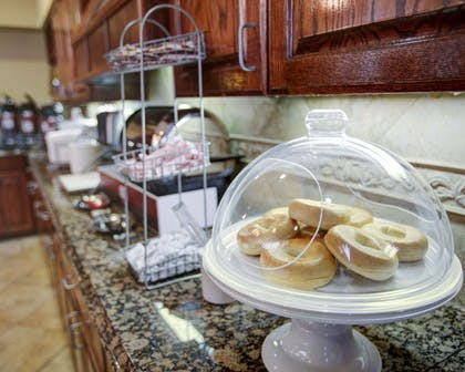Hot and cold breakfast buffet | Comfort Suites University Drive