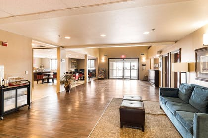 Spacious lobby with sitting area | Comfort Suites South
