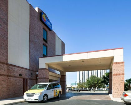 Hotel exterior | Comfort Inn And Suites Airport