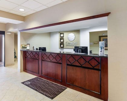 Front desk | Comfort Inn And Suites Airport