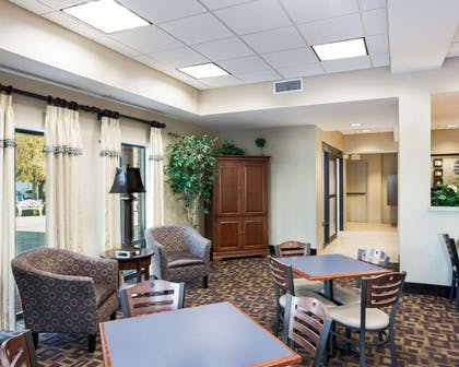Enjoy breakfast in this seating area | Comfort Inn And Suites Airport