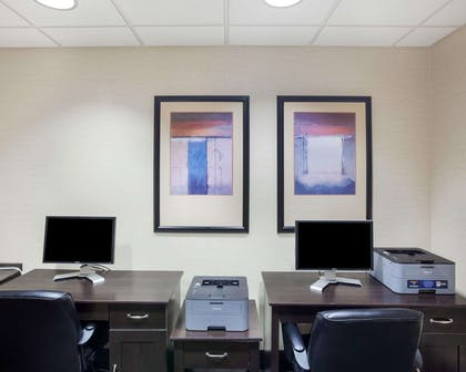 Business center | Comfort Inn And Suites Airport