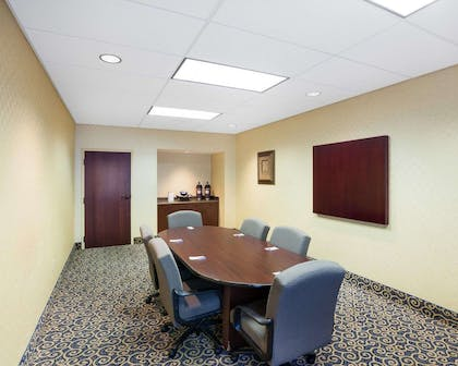 Conference room | Comfort Inn And Suites Airport
