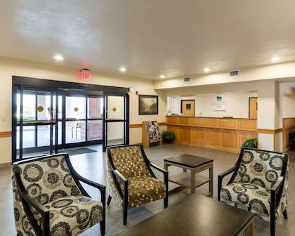 Spacious lobby with sitting area | Quality Inn