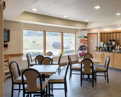 Enjoy breakfast in this seating area | Quality Inn