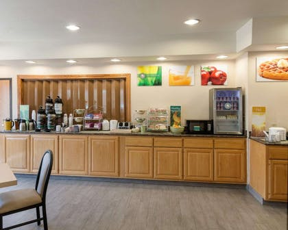 Breakfast counter | Quality Inn