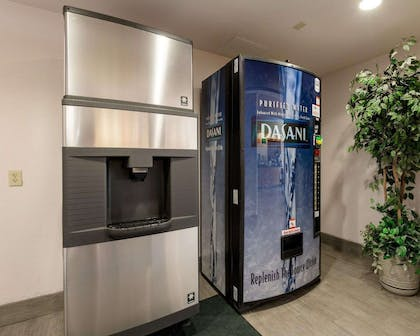 Hotel vending areas | Quality Inn