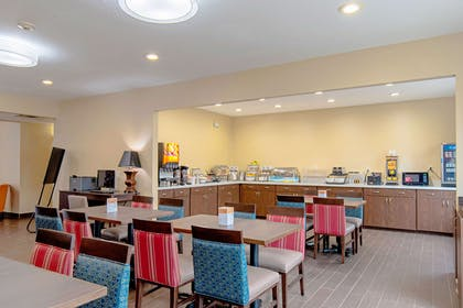 Breakfast area | Comfort Inn and Suites Fredericksburg