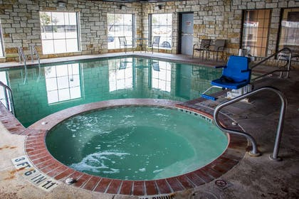 Indoor pool with hot tub | Comfort Suites Near Seaworld