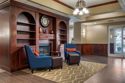 Hotel lobby | Comfort Suites Central