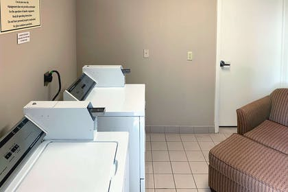 Guest laundry facilities | Comfort Suites Texas Ave.