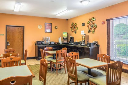 Free deluxe continental breakfast | Econo Lodge Inn & Suites