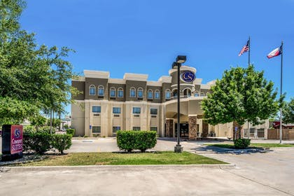 Hotel exterior | Comfort Suites Near Texas State University