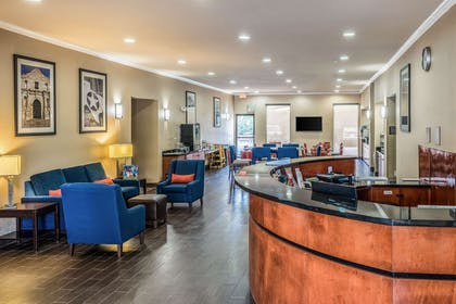 Lobby with sitting area | Comfort Suites Near Texas State University