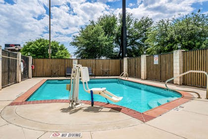 Relax by the pool | Comfort Suites Near Texas State University