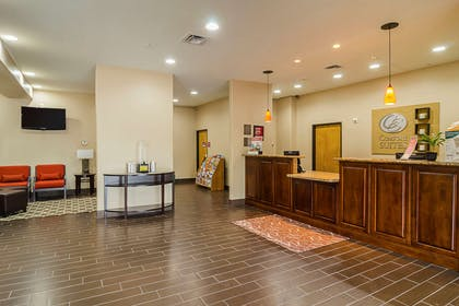 Lobby | Quality Suites North IH 35