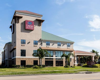 Hotel exterior | Comfort Suites near NASA - Clear Lake