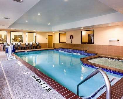 Relax by the pool | Comfort Suites near NASA - Clear Lake