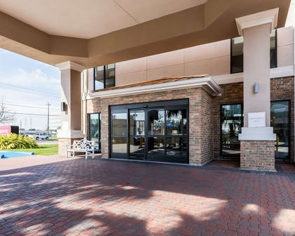 Hotel entrance | Comfort Suites near NASA - Clear Lake