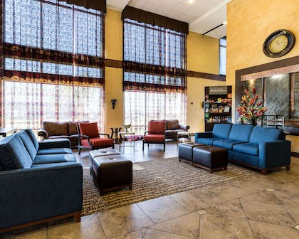 Lobby with sitting area | Comfort Suites near NASA - Clear Lake