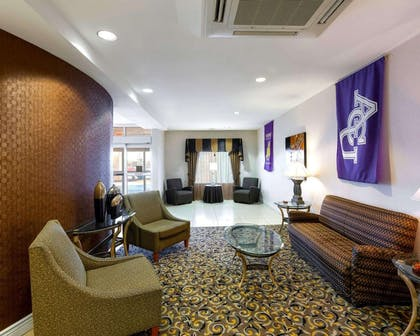 Spacious lobby with sitting area | Comfort Suites University
