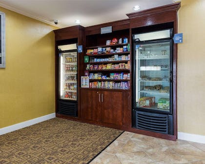 Hotel vending areas | Comfort Suites Pearland / South Houston